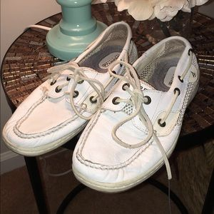 White leather Sperry's 😍